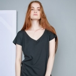 Women´s Loose Fit V Neck T